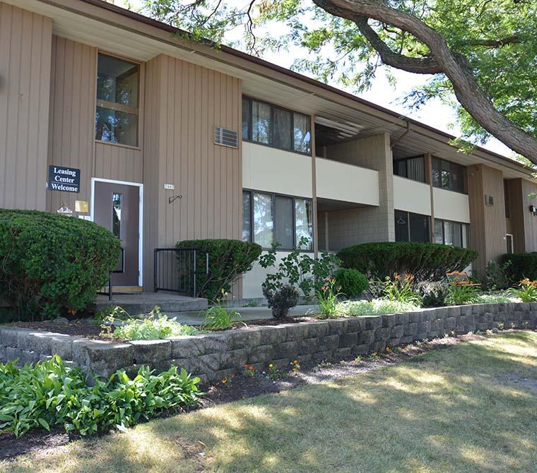Apartments Phoenix Az First Month Free: Metropolitan Associates